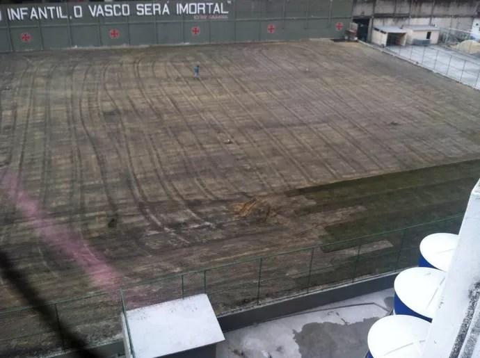 Campo anexo de São Januário começa a receber o gramado (Foto: divulgação)