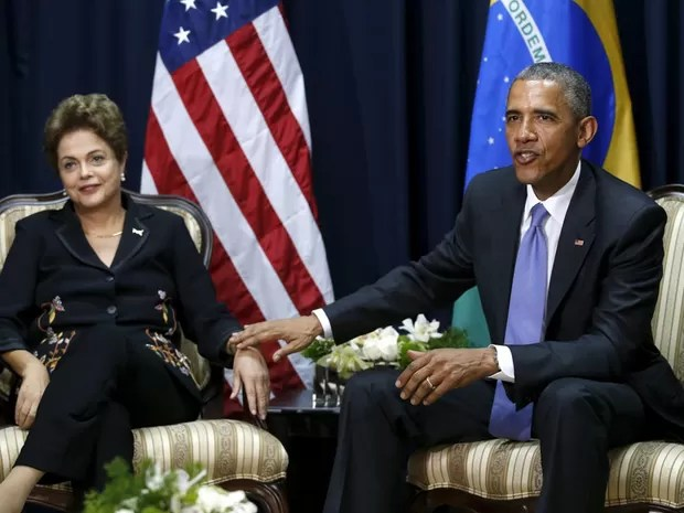 O presidente Barack Obama e a presidente Dilma Rousseff durante encontro na Cúpula das Américas, na Cidade do Panamá (Foto: Jonathan Ernst/Reuters)