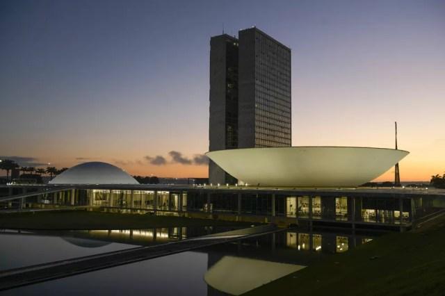 Fachada do Congresso Nacional, a sede das duas Casas do Poder Legislativo brasileiro, durante o amanhecer — Foto: Pedro França/Agência Senado