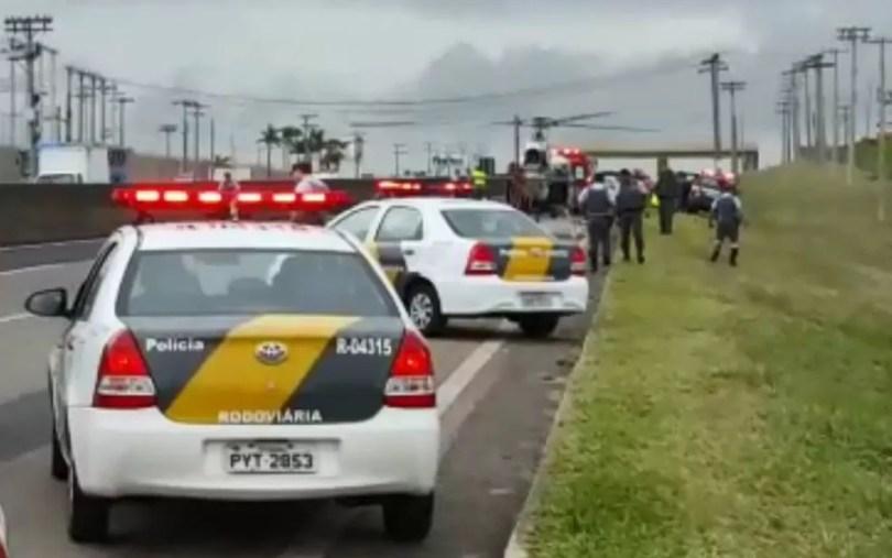 Samu e resgate da concessionária AB Colinas também se envolveram no socorro das vítimas da colisão entre motos na Rodovia Santos Dumont, em Campinas (SP). — Foto: Paulo Augusto/EPTV