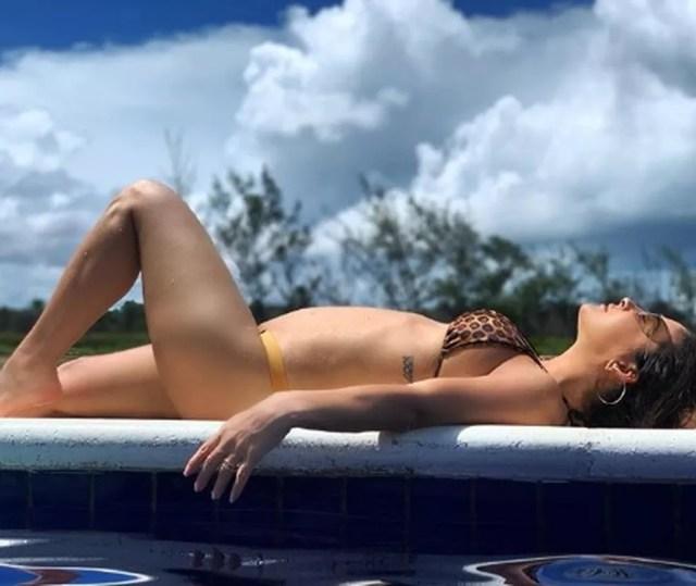 Claudia Leitte mostrou barriguinha para fãs — Foto: Reprodução/Redes Sociais