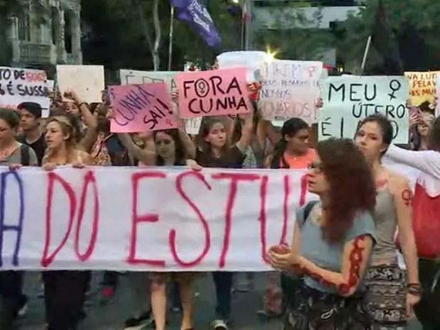 Caminhada de mulheres em ato na Avenida Paulista nesta sexta-feira (Foto: Reprodução/TV Globo)
