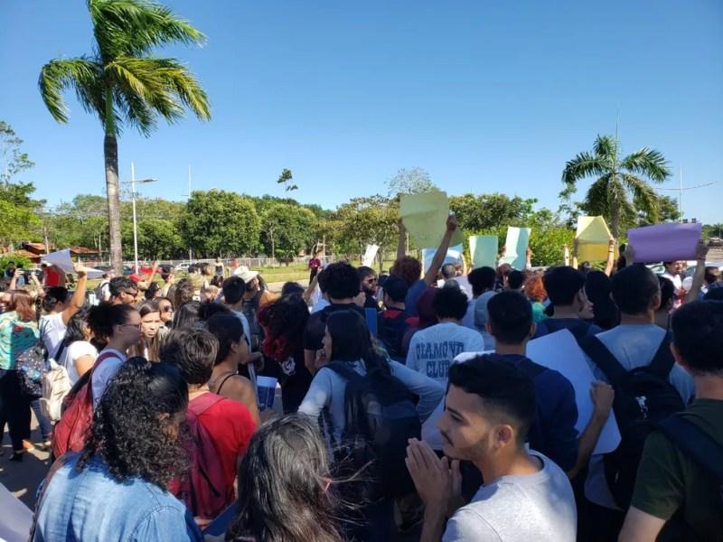 Movimento 'Ocupa Ufac' é montado por professores, servidores e aluno da universidade  — Foto: Iryá Rodrigues/G1