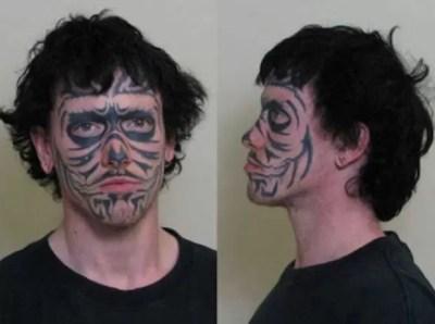 Adam G. Roberts foi preso acusado de roubo (Foto: Divulgação)
