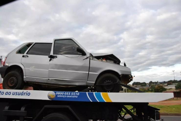 Dois carros bateram de frente em rodovia, em Fernandópolis (Foto: Divulgação/Regiaonoroeste.com)