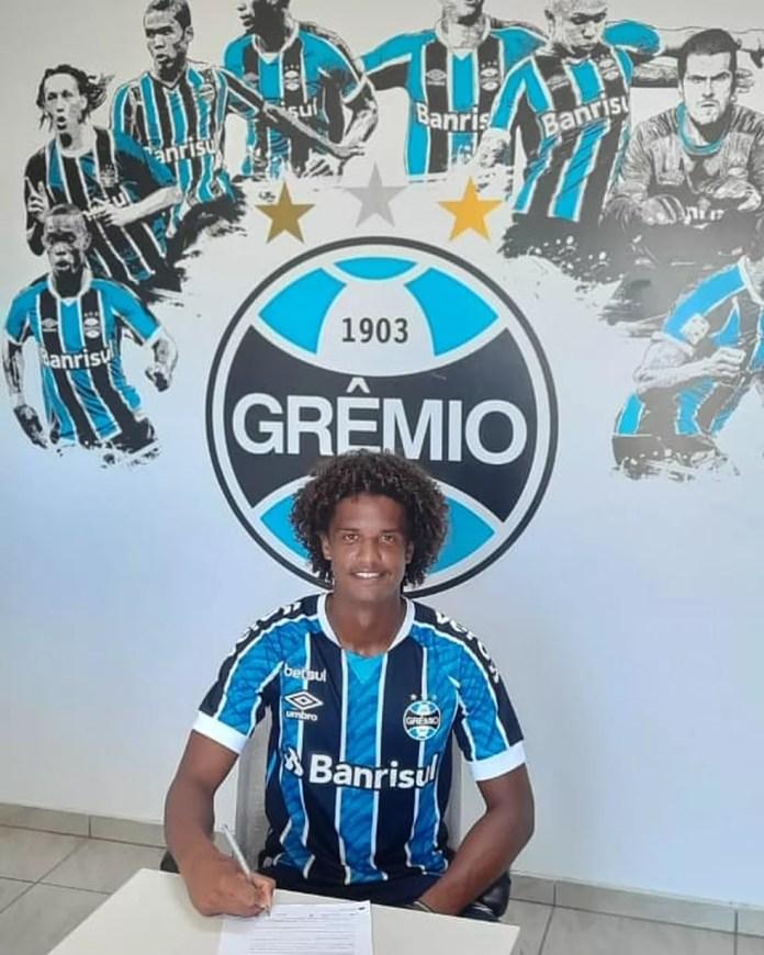 Carlos Maia, revelação da Perilima, agora defende o Grêmio — Foto: Divulgação / Grêmio