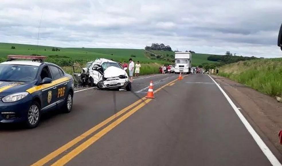 Trânsito é liberado em uma pista de cada vez em razão do acidente na BR-285 (Foto: Divulgação/PRF)