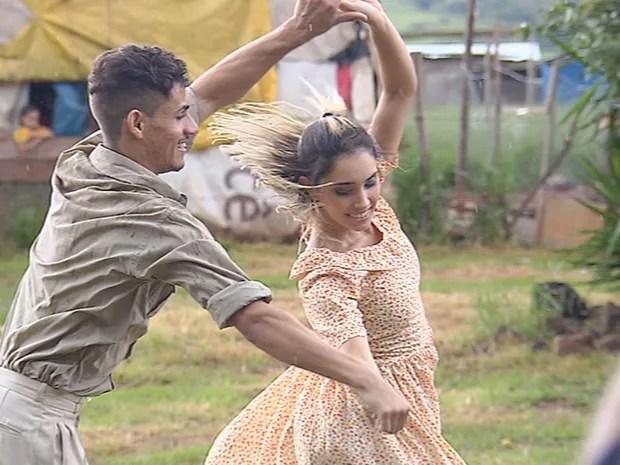 Marcos estuda balé há cerca de dois anos (Foto: Reprodução/TV TEM)