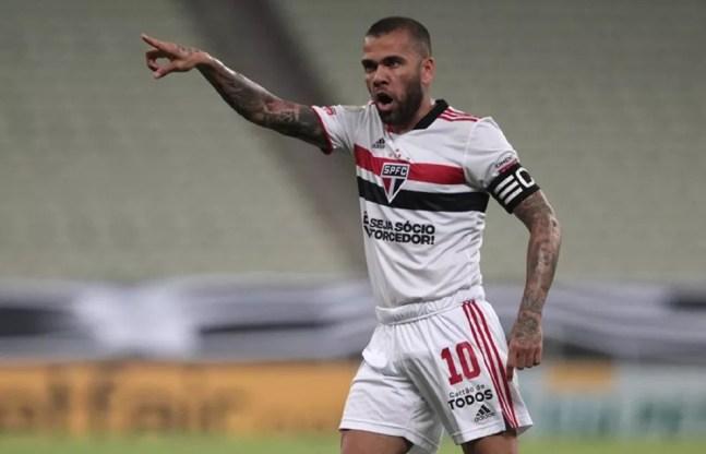 Daniel Alves em ação pelo São Paulo — Foto: Rubens Chiri / saopaulofc.net