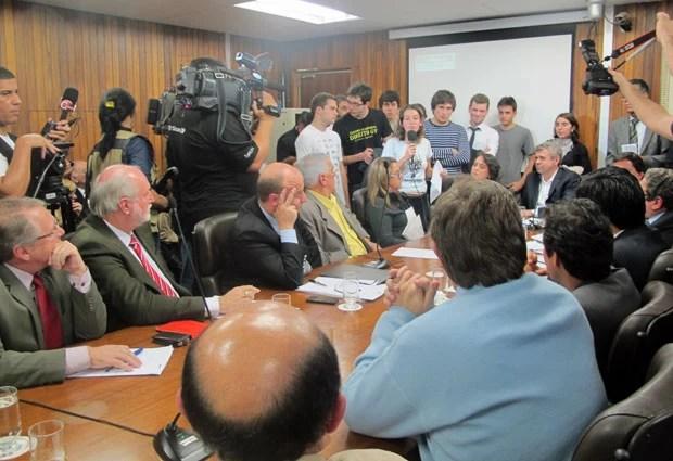 Vereadores de São Paulo param para escutar discurso de Mayara Vivian na Câmara (Foto: Ana Carolina Moreno/G1)