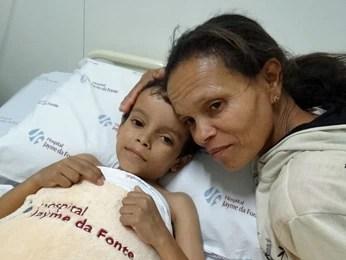 Iracema se apegou ao otimismo para cuidar do filho. (Foto: Katherine Coutinho/G1)