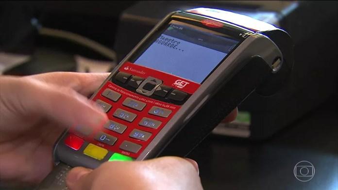 Clientes com duas ou mais faturas de energia vencidas podem parcelar dívida no cartão de crédito. — Foto: Reprodução TV Globo