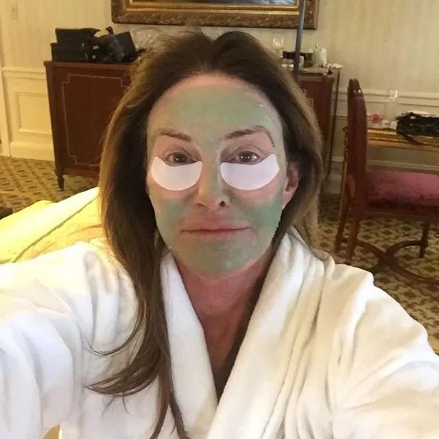 Resultado de imagem para capa Caitlyn Jenner nua com bandeira