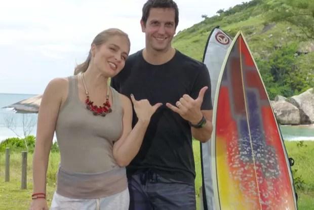 Angélica e Vladimir curtem manhã de surfe em praia carioca (Foto: Estrelas / TV Globo)