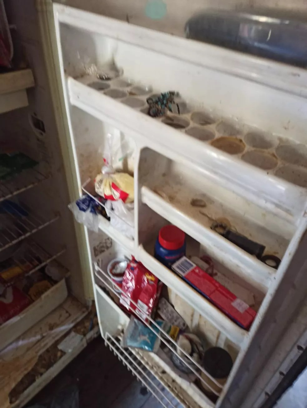 Casa não tinha comida e nem luz elétrica em Rio Branco — Foto: Arquivo/Polícia Civil
