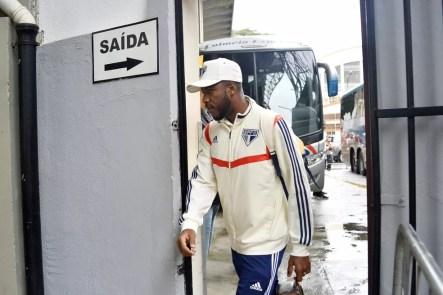 Jucilei está fora dos planos do São Paulo e foi ao CT recolher pertences pessoais — Foto: Marcos Ribolli