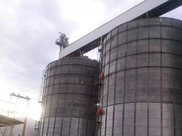 Silo onde o acidente aconteceu tem cerca de 50 metros de altura, segundo a PM (Foto: Divulgação)