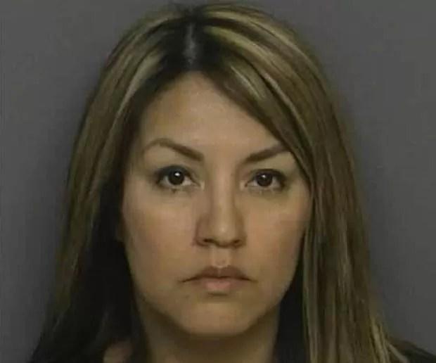 Em abril de 2011, Sylvia Aranda, na época com 37 anos, foi presa na cidade de Surprise, no estado do Arizona (EUA), acusada de ter atropelado a própria filha após uma discussão. A filha sofreu apenas ferimentos leves.  (Foto: Divulgação)