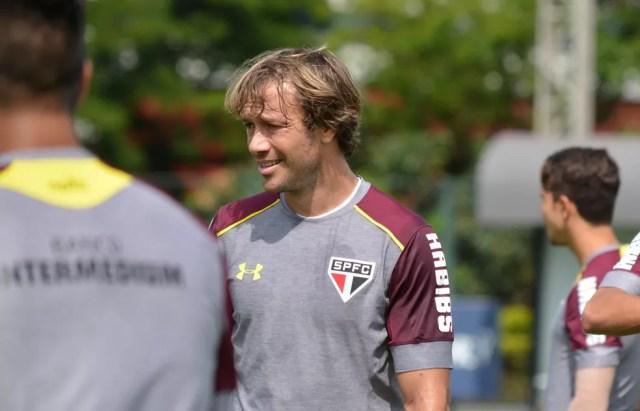 Lugano durante treino do São Paulo (Foto: Érico Leonan/saopaulofc.net)