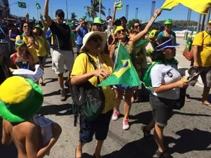 Nina participa do ato pró-impeachment em Cabo Frio (Foto: Gustavo Garcia/G1)