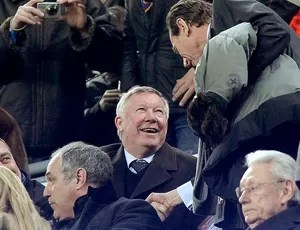 Alex Ferguson na torcida do jogo entre Barcelona e Real Madrid (Foto: AFP)