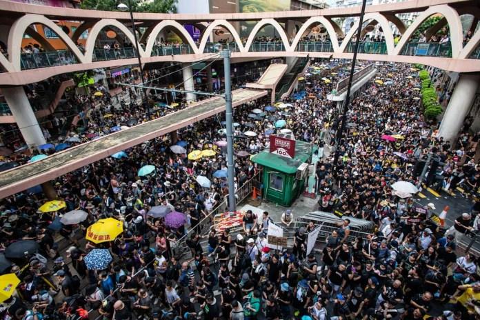 Imagem de manifestação contra governo de Hong Kong — Foto: Laurel Chor / AFP