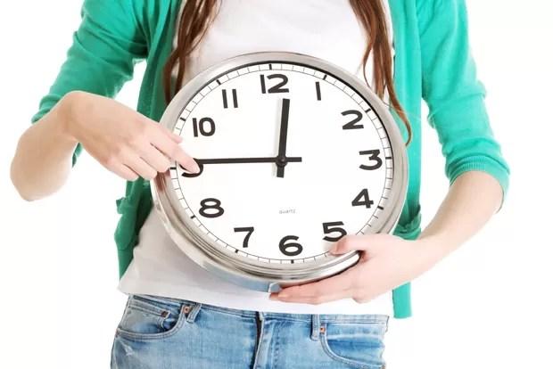 Mulher com relógio (Foto: Thinkstock)