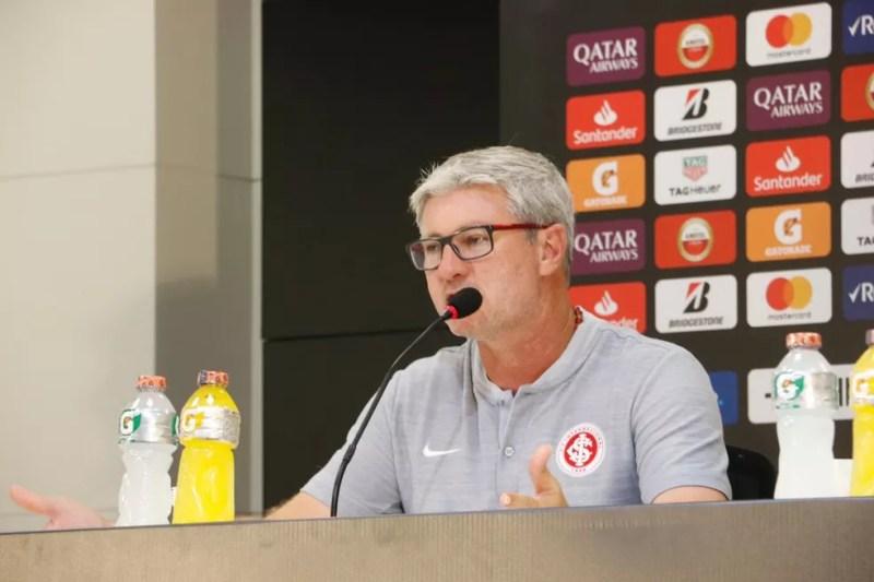 Odair Hellmann gostou da produção do Inter diante do River — Foto: Eduardo Deconto / GloboEsporte.com
