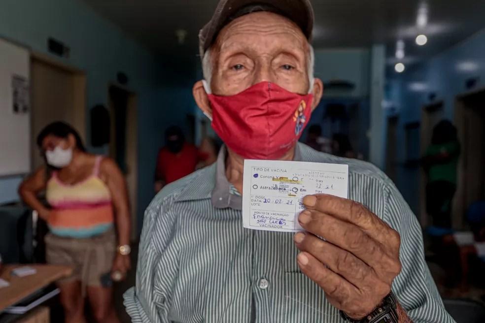 Idosos com mais de 80 anos moradores de comunidades ribeirinhas são vacinados contra Covid — Foto: Divulgação/Prefeitura de Porto Velho