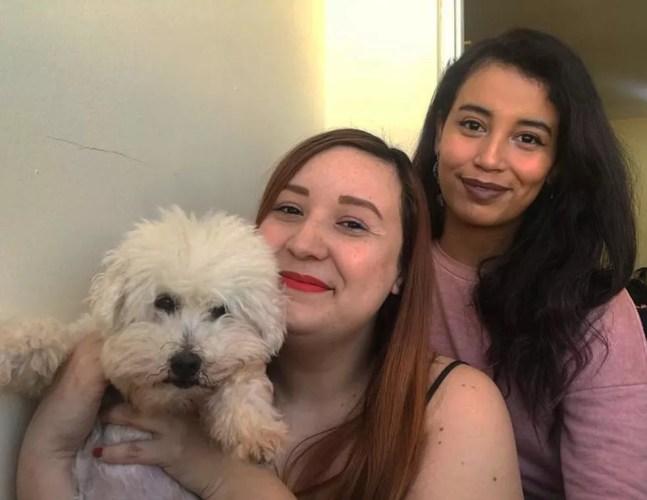 Tarla e Sabrina adotaram o Pipoca um dia antes de as duas começarem a fazer home office — Foto: Arquivo pessoal