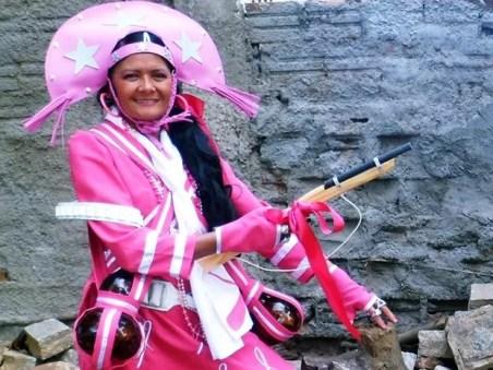 Doroteia venceu o câncer em 2007 e se veste de 'cangaceira' para alertar sobre a doença (Foto: Dorotéia Nogueira/Arquivo Pessoal)