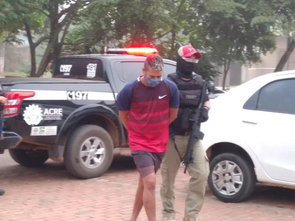 Uma pessoa foi presa em flagrante na operação da Polícia Civil desta quinta-feira (24) em Rio Branco — Foto: Lidson Almeida/Rede Amazônica