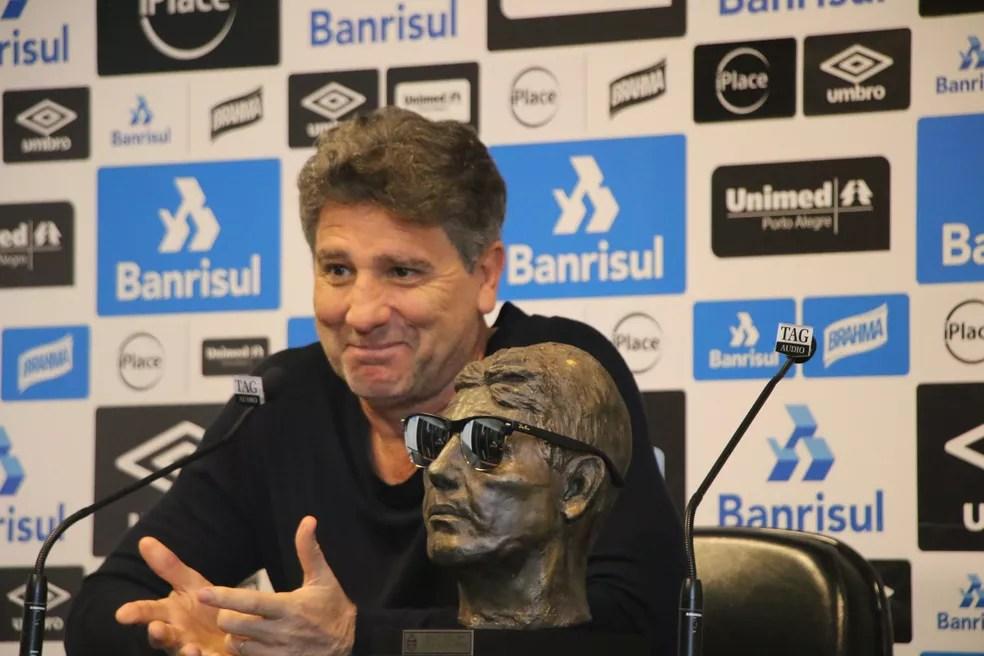 Renato já ganhou um busto com sua imagem feito por um torcedor (Foto: Eduardo Moura/GloboEsporte.com)