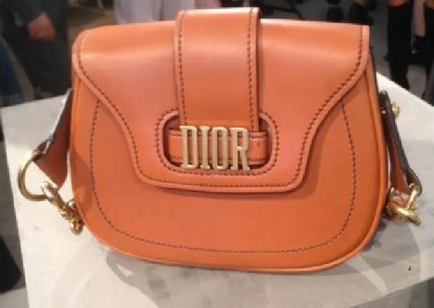 Dor clássica: sonho de consumo na Semana de Moda de Paris.