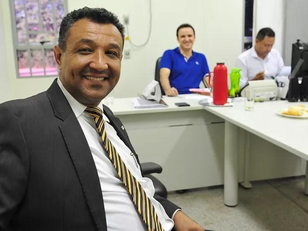 Advogado Nilson Spíndola comprou vaca e porco para facilitar partilha de bens em divórcio Goiás Niquelânidia (Foto: Reprodução/Wagner  Soares)