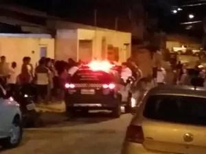 Mulher foi morta na porta de casa, em São Luís (MA) (Foto: Douglas Pinto / TV Mirante)