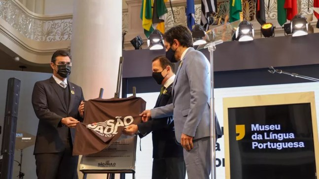 O prefeito Ricardo Nunes (MDB), o governador João Doria (PSDB) e o vice-governador Rodrigo Garcia (PSDB) reinauguram oficialmente o Museu da Língua Portuguesa neste sábado (31)  — Foto: Governo do Estado/Divulgação