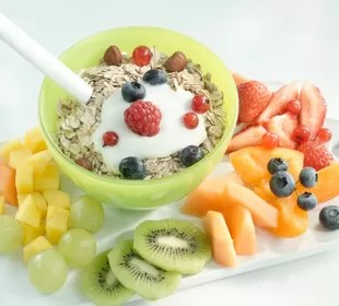 Iogurte frutas e cereal euatleta (Foto: Getty Images)