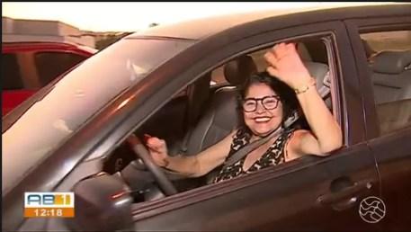Aposentada Maria Claudione Silva durante o trabalho — Foto: TV Asa Barnca/Divulgação