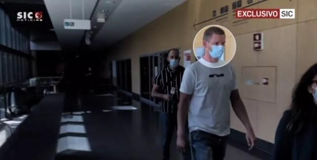 Zagueiro Vertonghen, em hospital de Lisboa, para fazer exames médicos e assinar com o Benfica — Foto: Reprodução/Sic Notícias