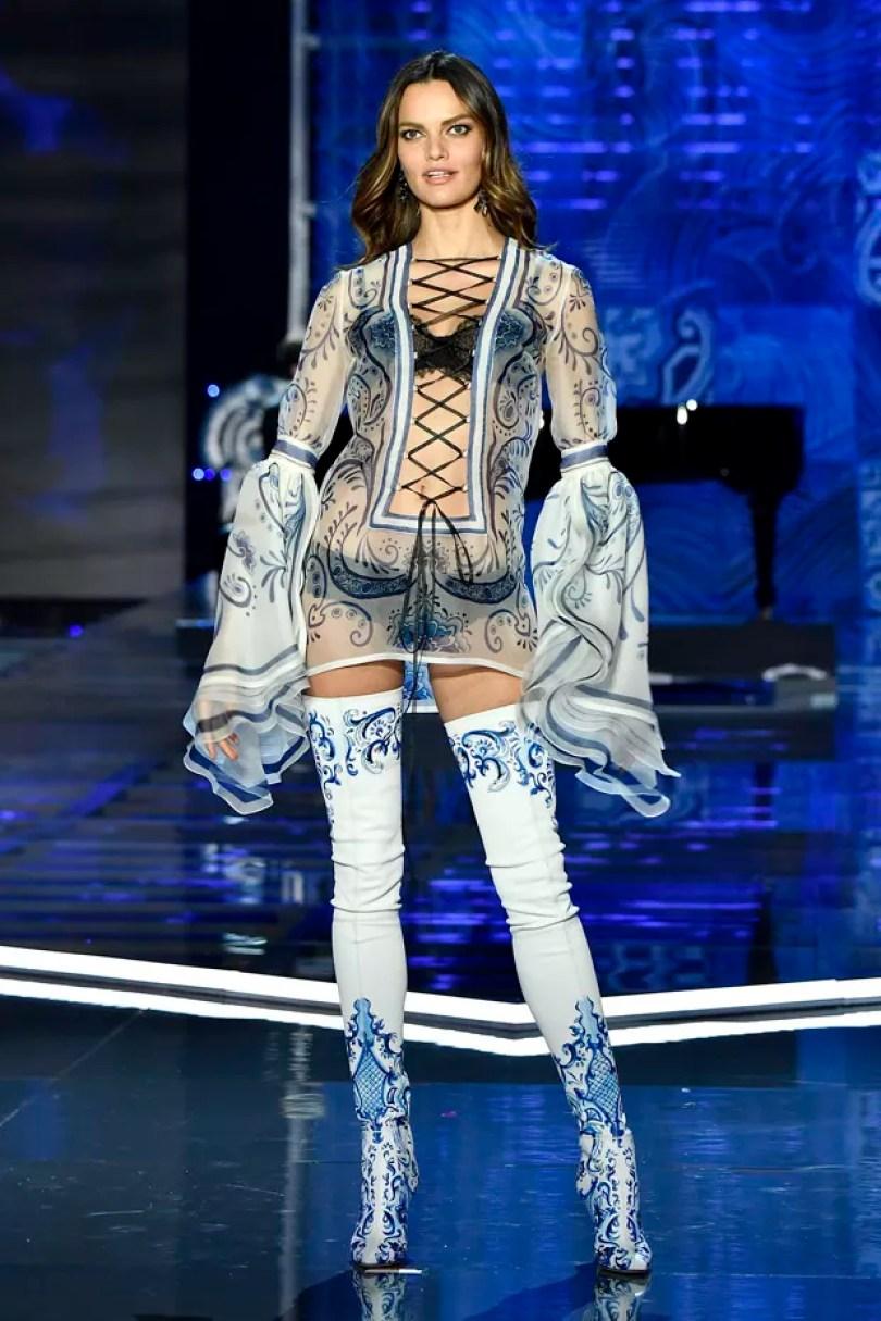 fialho4 - 17 Modelos da Victoria's Secret que faltaram ao evento na China