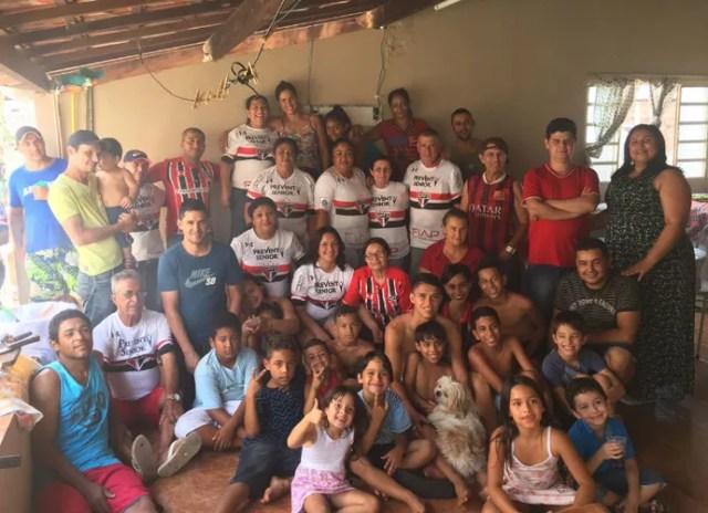Luiz Araújo comemora vitória do São Paulo com a família (Foto: Divulgação)
