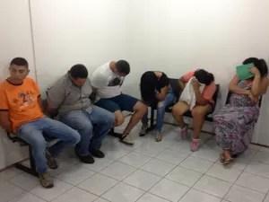 Quatro venezuelanos, uma brasileira e uma colombiana foram presas por tráfico de drogas  (Foto: Jackson Félix/ G1 RR)