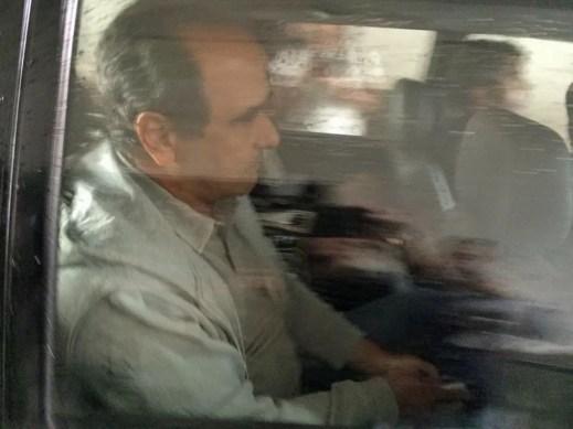 Alvo de mandado de prisão, conselheiro do TCE José Gomes Graciosa chega à sede da Polícia Federal (Foto: Bruno Albernaz/G1)