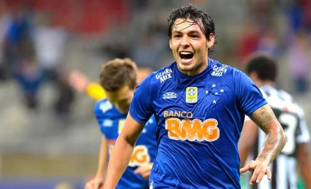 Ricardo Goulart comemoração jogo Cruzeiro e Figueirense (Foto: Douglas Magno / Agência Estado)