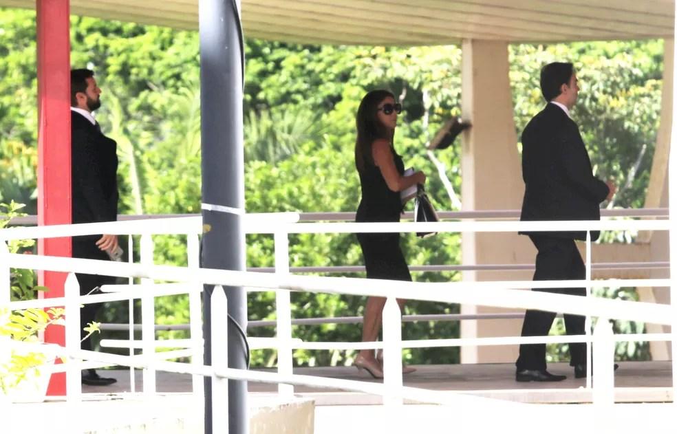 Movimento durante a chegada do casal João Santana e Mônica Moura ao Tribunal Regional Eleitoral da Bahia (TRE-BA), em Salvador, nesta segunda- feira, 24.  (Foto: Foto: Xando Pereira/Agência A Tarde/Estadão Conteúdo)