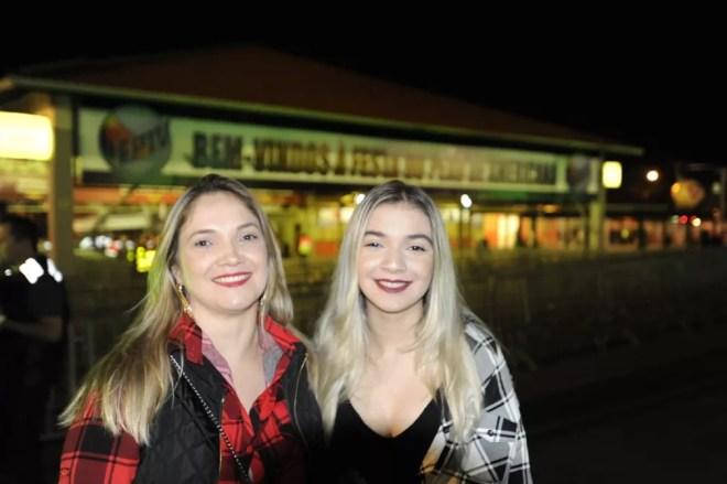 Kelis e Beatriz vieram de Mauá (SP) prestigiar a Festa do Peão de Americana (SP) — Foto: Júlio César Costa/G1