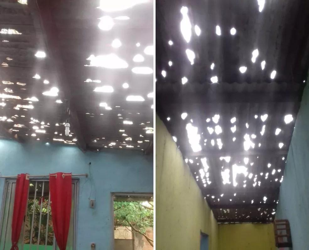 Teto de casa na Cacuia, em Nova Iguaçu, ficou destruído — Foto: Reprodução/Redes sociais