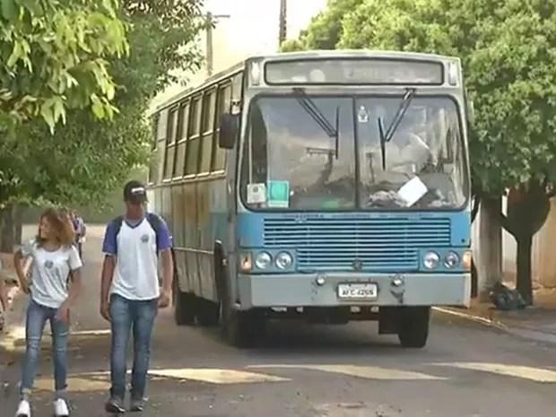 TCE encontrou problemas com os ônibus usados no transporte escolar de crianças e adolescentes  (Foto: Reprodução/TV TEM)