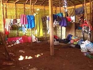 Trabalhadores estavam alojados em condições improvisadas (Foto: Reprodução/TV Mirante)